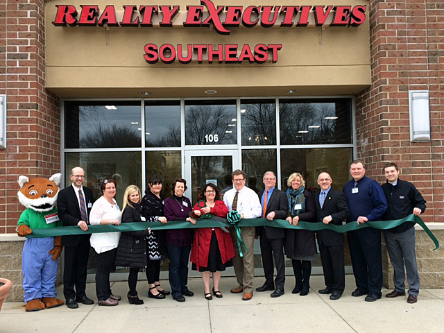 Realty Executives Southeast ribbon cutting ceremony