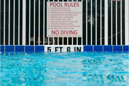 pool safety rules sign on fence